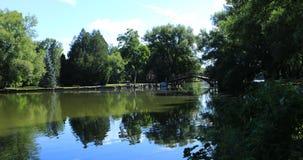 Uma opinião 4K de Stratford, Canadá, rio de Avon video estoque
