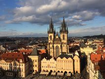 Uma outra opinião do por do sol em Praga imagens de stock
