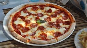 Uma outra pizza de pepperoni Imagens de Stock Royalty Free