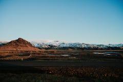 Uma paisagem com uma estrada em Islândia Foto de Stock