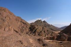 Uma paisagem da Bíblia - abandone Sinai em uma névoa Fotos de Stock Royalty Free