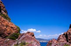 Uma paisagem da costa francesa perto do fundo de Cannes para foto de stock