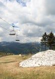 Uma paisagem da montanha na mola adiantada Imagens de Stock Royalty Free