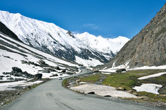 Uma paisagem na passagem de Zojila na altura de 3529 medidores, estrada de Leh-Srinagar, Ladakh, Índia Fotografia de Stock Royalty Free