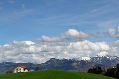 Uma paisagem rural clássica em Suíça fotos de stock
