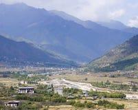 Uma paisagem verde nos vales de Paro, Butão Fotografia de Stock Royalty Free