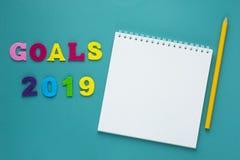 Uma palavra que escreve o conceito da exibição do texto dos objetivos 2019 Conselho da motivação do significado do conceito para  imagens de stock