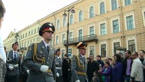 Uma parada das forças armadas video estoque