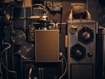Uma parede antiga do vintage com mecanismos no estilo do steampunk fotos de stock