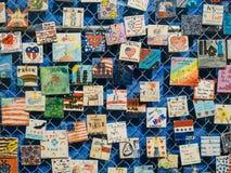 Uma parede completamente de um memorial do evento 911 terrível Fotografia de Stock Royalty Free