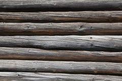 Uma parede de logs redondos velhos Imagens de Stock Royalty Free