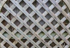 Uma parede de madeira com quadrados no centro Fotos de Stock