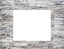 Uma parede de pedra com indicadores brancos Fotografia de Stock