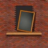 Uma parede de tijolo com uma ruptura do furo fotos de stock