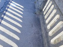uma parede e sua sombra imagens de stock