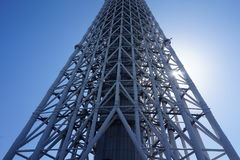 Uma parte da construção da torre da céu-árvore do Tóquio de Japão com céu azul Imagens de Stock Royalty Free