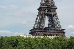 Uma parte da torre Eiffel - vista dianteira Fotos de Stock Royalty Free