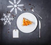Uma parte de bolo de cenoura Vista superior imagens de stock royalty free