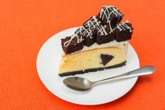 Uma parte de bolo de queijo da brownie Fotos de Stock Royalty Free