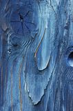 Uma parte de madeira withered pintada azul imagens de stock