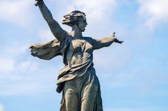 Uma parte do monumento de Mamaev Kurgan e de pátria Stalingrad o 23 de fevereiro, o 9 de maio Imagens de Stock Royalty Free