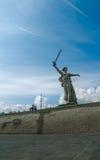 Uma parte do monumento de Mamaev Kurgan e de pátria Stalingrad o 23 de fevereiro, o 9 de maio Foto de Stock Royalty Free