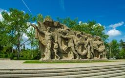 Uma parte do monumento de Mamaev Kurgan e de pátria Stalingrad o 23 de fevereiro, o 9 de maio Fotos de Stock Royalty Free