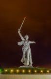 Uma parte do monumento de Mamaev Kurgan e de pátria Stalingrad o 23 de fevereiro, o 9 de maio Fotografia de Stock Royalty Free