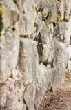 uma pedra natural São cimentados junto fotografia de stock