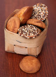 Uma pilha da farinha de aveia e dos outros biscoitos imagem de stock
