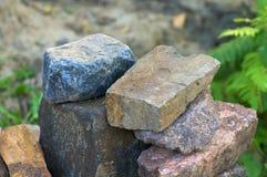 Uma pilha da porfirite natural processada da pedra de construção Fotos de Stock Royalty Free