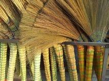 Uma pilha das vassouras de bambu no mercado para a venda fotografia de stock