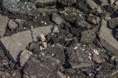 Uma pilha de asfalto quebrado Fotos de Stock