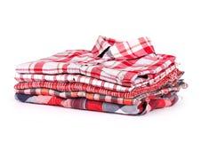 Uma pilha de camisas coloridas de t, tiro no estúdio Fotografia de Stock Royalty Free