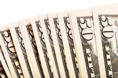 Uma pilha de cinqüênta 50 notas de dólar ventiladas para fora Foto de Stock
