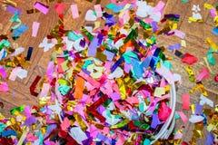 Uma pilha de confetes ateados fogo imagens de stock
