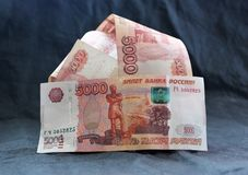 Uma pilha de dinheiro grande Foto de Stock
