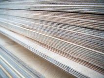 Uma pilha de folhas da madeira compensada multilayer grossa Foto de Stock Royalty Free