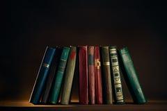 Uma pilha de livros velhos Fotos de Stock Royalty Free