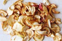 Uma pilha de maçãs secadas Foto de Stock Royalty Free