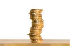 Uma pilha de moedas, isolada no fundo branco imagem de stock royalty free