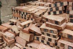 Uma pilha de tijolos vermelhos Imagens de Stock