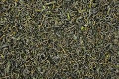 Uma pilha do chá verde seco imagens de stock royalty free