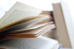 Uma pilha dos livros fotografia de stock