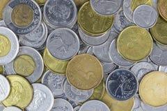 Uma pilha grande da mudança canadense imagem de stock