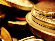 Uma pilhagem de moedas de ouro Foto de Stock