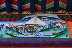 Uma pintura mural tibetana mostra quatro símbolos de cada cara da montanha sagrado de Kailash, Tibet imagens de stock royalty free