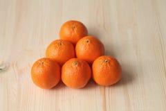 Uma pirâmide das tangerinas Imagens de Stock Royalty Free