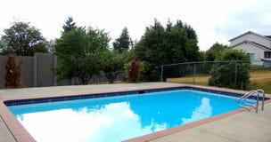 Uma piscina da família Fotos de Stock Royalty Free