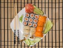 Uma placa com sushi Fotografia de Stock